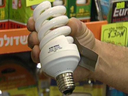נורת פלורסנט חוסכת בחשמל (תמונת AVI: חדשות1 ערוץ 2)