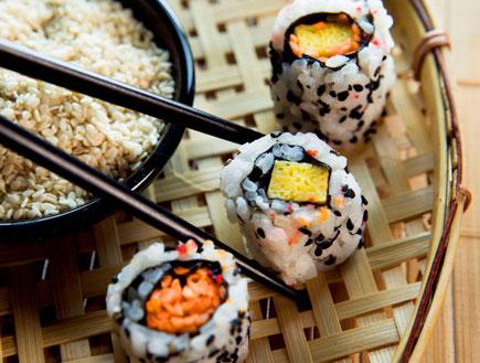 אוכל ומזלות-סושי (צילום: אור גץ, jupiter images)