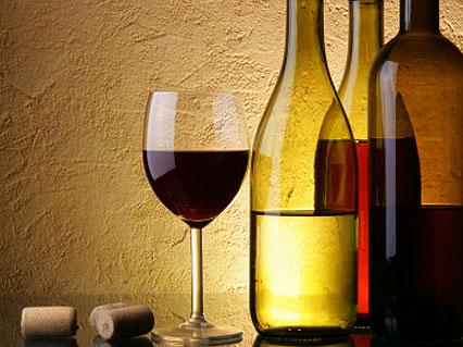 יין אדום (צילום: 323 dot, Istock)