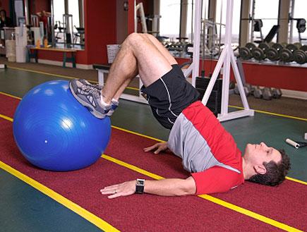 מתאמן עם כדור גומי (צילום: David H. Lewis, Istock)