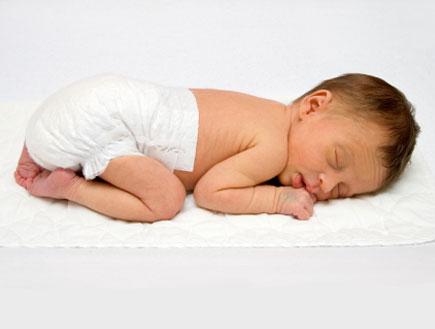 תינוק ישן (צילום: Michael Blackburn, Istock)