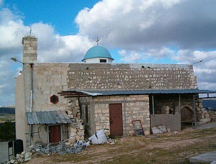 כנסיית איקרית בגליל (צילום: mako)