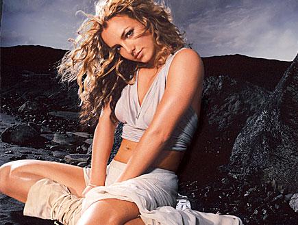 בריטני ספירס נשענת על סלע (צילום: רויטרס)