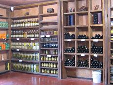 יקב מוני - צילום של החנות מבפנים (צילום: דנה בר-אל שוורץ, קשת)