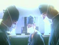 רופאים בחדר ניתוח (תמונת AVI: חדשות)