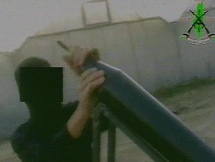 שיגור הגראד לעבר אשקלון (תמונת AVI: עדי רם, חדשות)