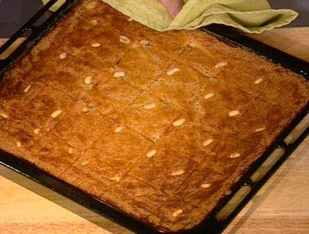 עוגת סולת של מרים טוקאן28951 (תמונת AVI: מצעד האוכל הישראלי)