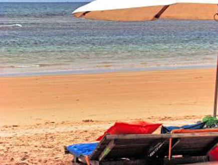 כסאות נוח בחוף הים (יח``צ: SXC)