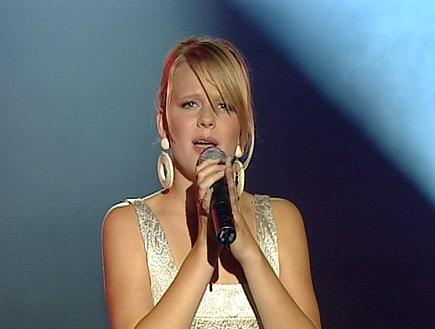 """בירגיטה שרה את """"כשהלב בוכה"""" (תמונת AVI: עדי רם, כוכב נולד 6)"""