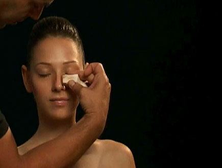 תיקון האף בעזרת מייק אפ (וידאו WMV: עדי רם)