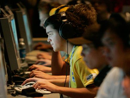 אילוסטרציה ילדים מול מחשב (וידאו WMV: רויטרס, חדשות)
