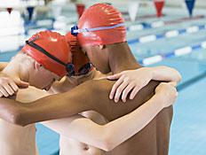 ילדים בתחרות שחייה