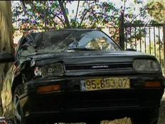 מכונית מסוג דייהטסו שעברה תאונה (וידאו WMV: עדי רם, חדשות)
