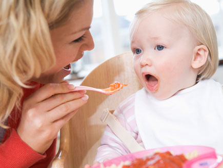 האכלת תינוק (צילום: jupiter images)