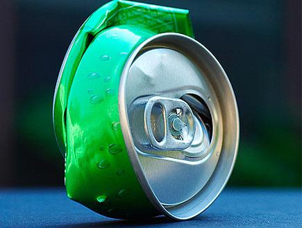 פחית שתיה מעוכה (צילום: jupiter images)