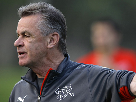 היצפלד, מאמן שוויץ (צילום: רויטרס)