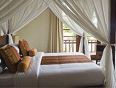 מיטת אפריון בדירת רווקים (צילום: jupiter images)