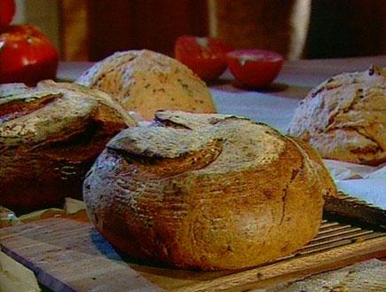 לחם עגבניות  (תמונת AVI: עדי רם, אהרוני מבשל לחברים4)