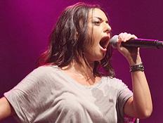 מאיה בוסקילה מופיעה בהשקת הדיסק שלה שוברת שתיקה