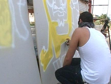 רייטר מצייר גרפיטי (וידאו WMV: mako)