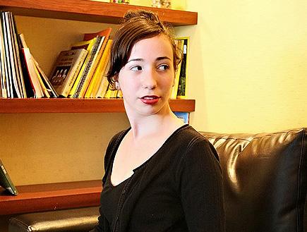 דינה סנדרסון מבט הצידה (צילום: שוקה)