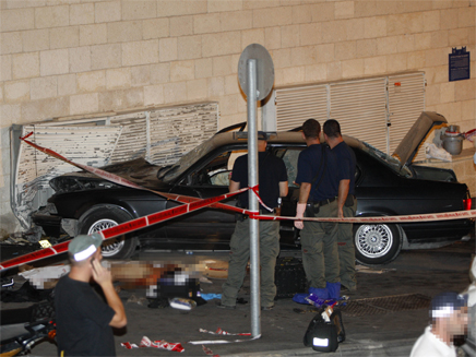 המחבל והמכונית בה השתמש לדרוס אנשים בירושלים (צילום: חדשות)
