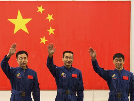 טאיקונאוטים סינים במסיבת עיתונאים (צילום: רויטרס)