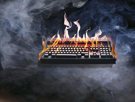 מקלדת עולה באש (צילום: Hemera Technologies, Istock)