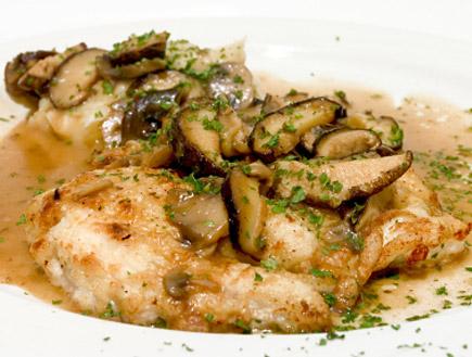 חזה עוף בפטריות ויין (צילום: swalls, Istock)