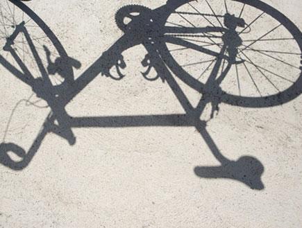 צל של אופניים (צילום: jupiter images)