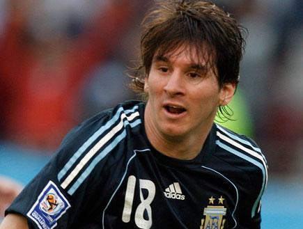 ליאו מסי במדי נבחרת ארגנטינה (צילום: רויטרס)