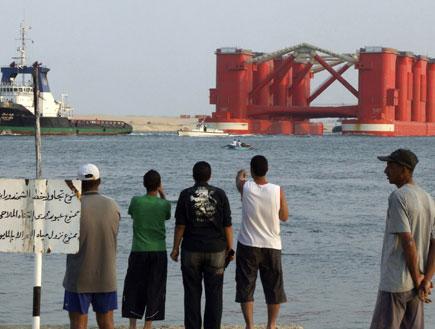 אוניות בתעלת סואץ (צילום: רויטרס)