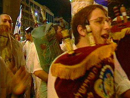 דגלי שמחת תורה (תמונת AVI: חדשות)