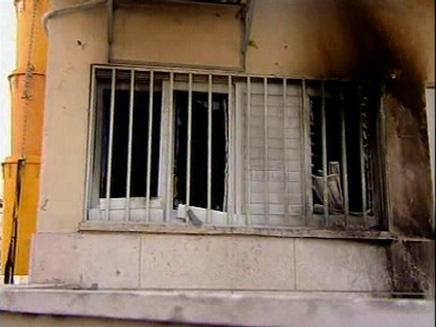חלון שרוף בשכונת התקווה (תמונת AVI: חדשות)
