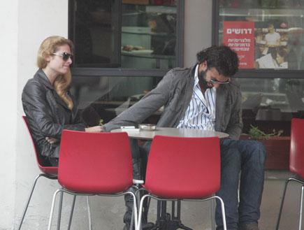 שי שטרית והחברה מוריאל סגל בקפה (צילום: פאפא סוכנות צילום)