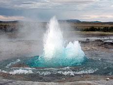 גייזר באיסלנד (צילום: istockphoto)