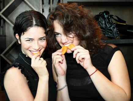 נינט טייב ומארינה מקסימיליאן (צילום: mako)