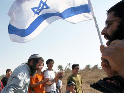 ישראלים חלקם מפוני גוש קטיף צועדים לציון שנתיים להתנתקות (צילום: רויטרס)