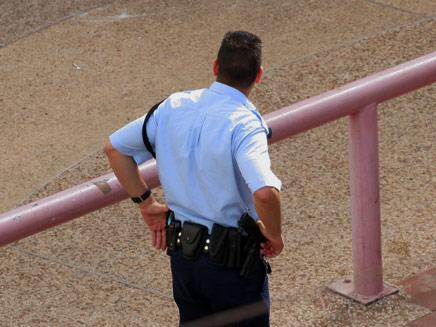 """גבר שוטר במשטרת ישראל (צילום: ד""""ר שי פוקס, חדשות)"""