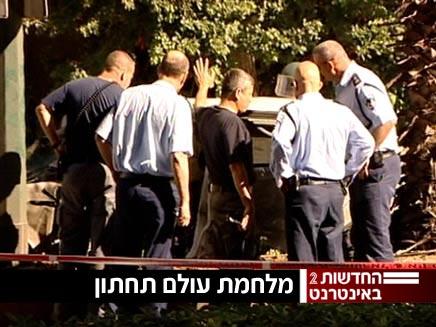 חוקרי המשטרה בזירת ההתנקשות, אתמול (צילום: חדשות)