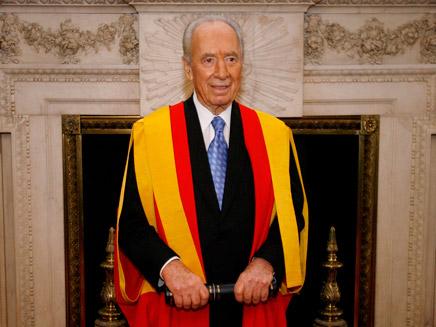 שמעון פרס בלונדון,מקבל תואר כבוד מאוניב' לונדון (צילום: רויטרס)