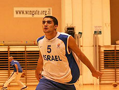 נבחרת הנוער בכדורסל מתאמנת (צילום: מתן להב, מערכת ONE)
