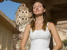 אישה בלבן  (צילום: istockphoto)