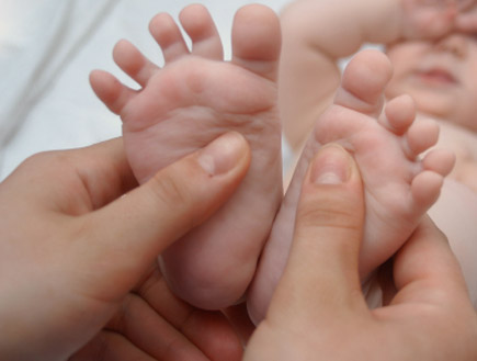 עיסוי תינוקות (צילום: velkol, Istock)