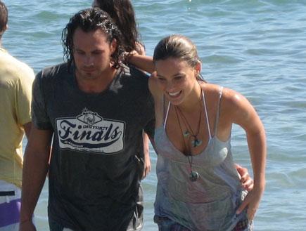 בר רפאלי ונעם תור יוצאים מהים פוקס קיץ 2009 (צילום: יניב אדרי)