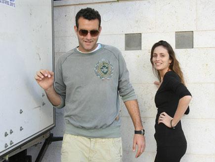מלי לוי ושמעון גרשון עוברים דירה, פפראצי (צילום: שוקה)