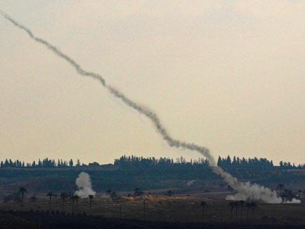 שיגור רקטה לעבר ישראל, ארכיון  (צילום: רויטרס)