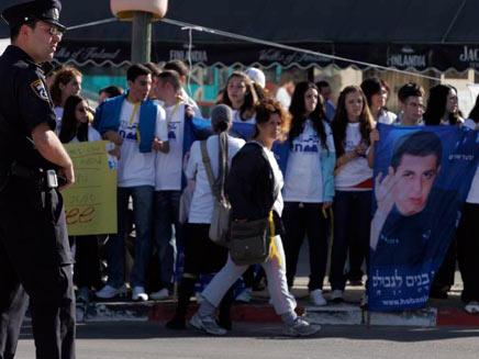הפגנת מטה המאבק למען גלעד שליט, הבוקר (צילום: אדי ישראל, NRG מעריב)