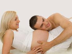 זוג בהריון (צילום: doram, Istock)