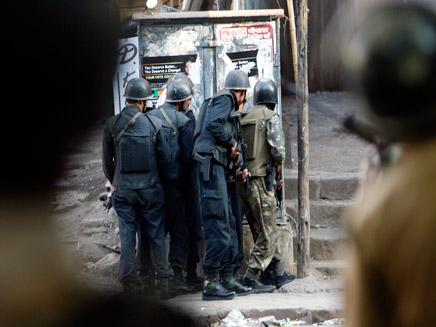 שוטרים הודים בזמן המתקפה, ארכיון (צילום: רויטרס)
